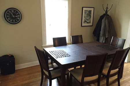 Colonial steps away from Wesleyan! - Middletown