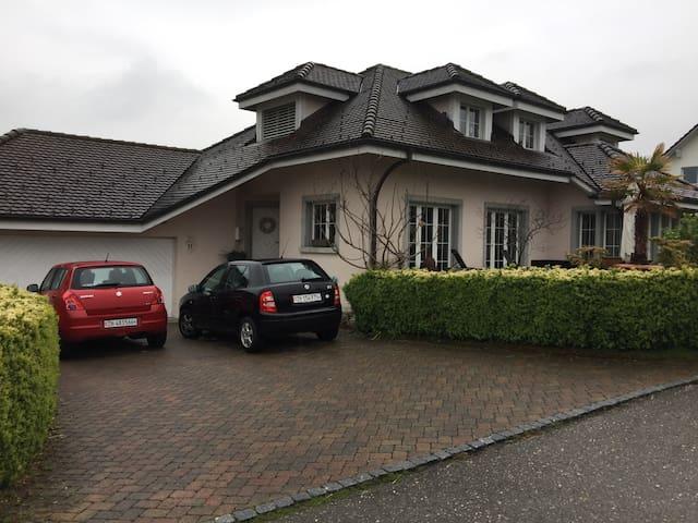 Zimmer in Einfamilienhaus - Rüti - House