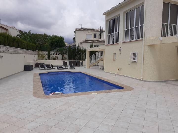 Apartamento con piscina privada cerca de Benidorm