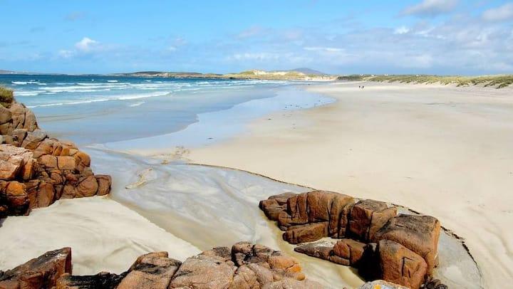 5 mins drive to Dungloe, on the Wild Atlantic Way