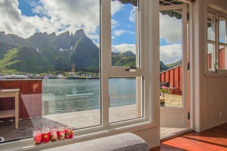 Seaside cabin in Ballstad, Lofoten