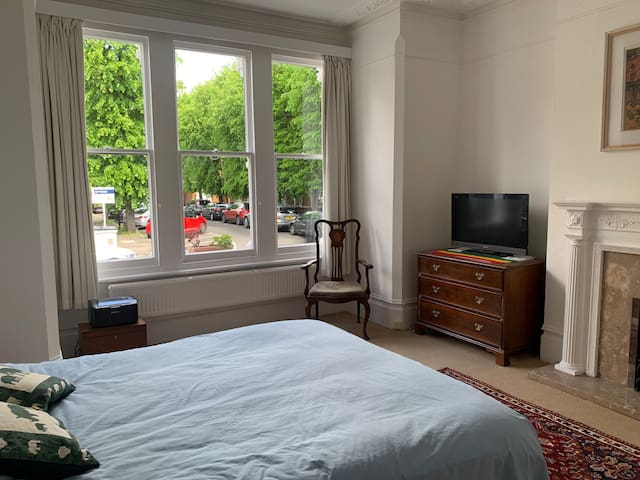 Stunning flat with garden off Chiswick High Road