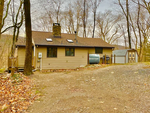 Charming Cottage/ Lake Front Access/ Skiing Nearby