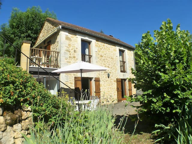 ONE BEDROOM COTTAGE & HUGE POOL CLOSE SARLAT