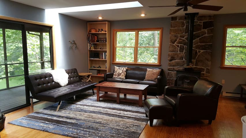 River Haven Cozy Cabin - Great Cacapon - Chalet