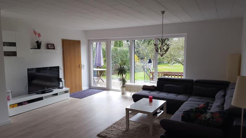 Zentral & Familienfreundlich - Schenefeld - Hus