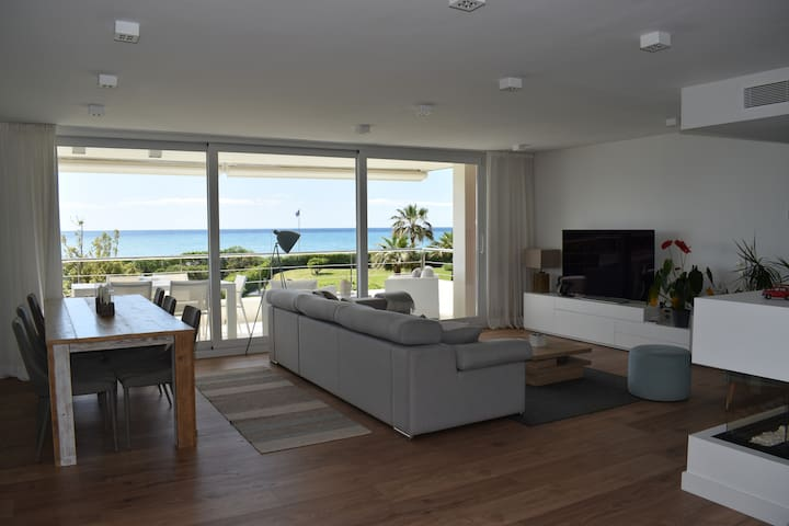 LUXURIOUS APARTMENT IN FRONT OF THE BEACH GAVA MAR
