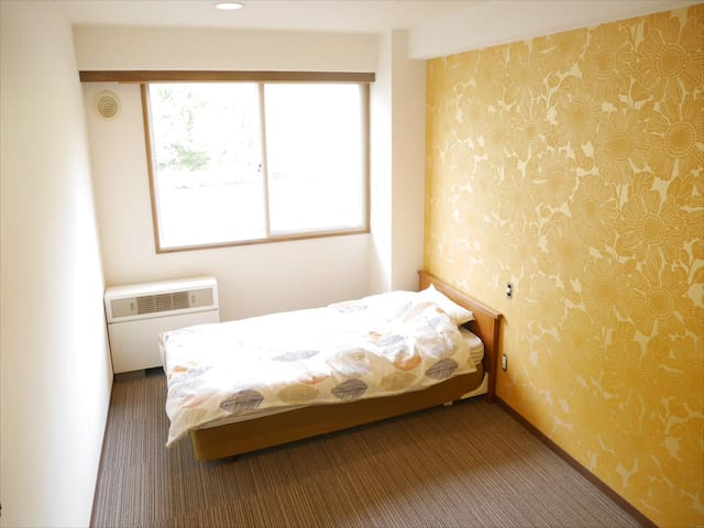 Single Room – Hostel with 100% Natural Onsen