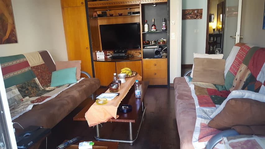 private room with 2 sofa beds - Jounieh - Huis