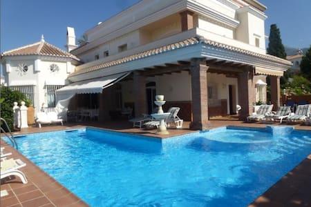 Villa Pérgola HABITACION DELUXE - Nerja