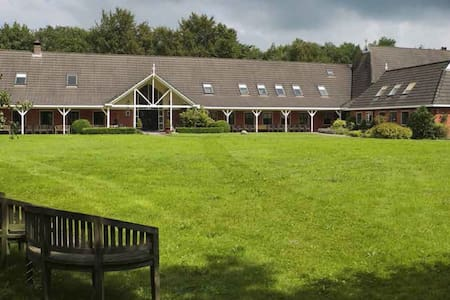 Sparjeburd*Group Accomodation*Farm House & Gardens - Hemrik - Nature lodge