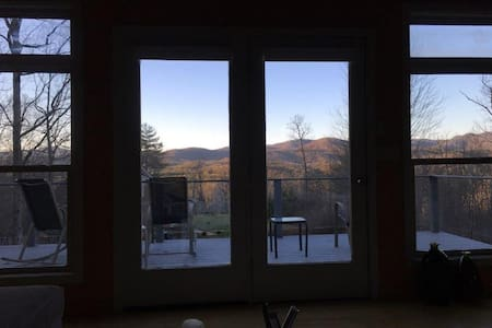 A+Views, Modern Mtn Studio- Private & Comfortable - Bostic