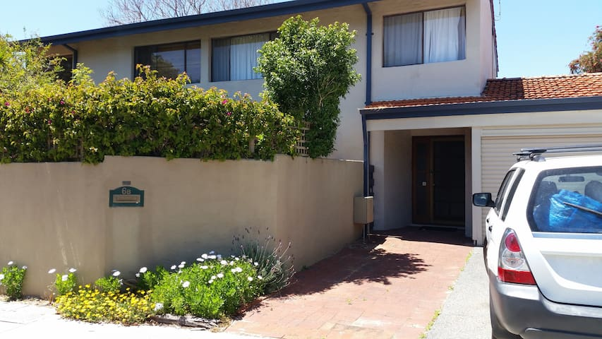 6B Addison Street South Perth - family friendly townhouse