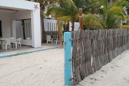 House of fish on the beach, with A/C & wi-fi