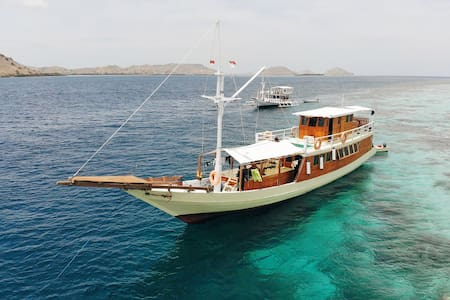 Komodo Boat House with View & Lifetime Experience