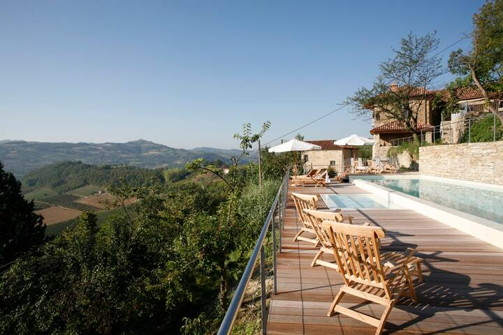Casa Pasqualin mit Infinity-Pool, Sicht übers Tal - Cessole - Ház