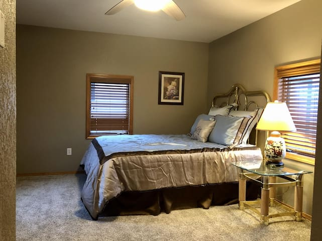 Lakeview House - Selkirk (LV)