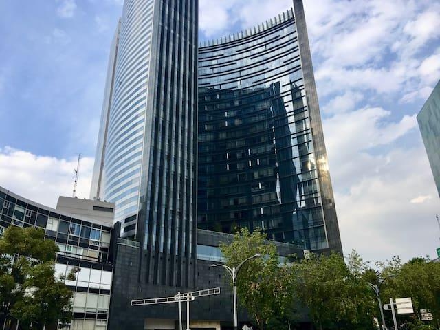 Súper ubicación,  lindo depa, edificio increíble E