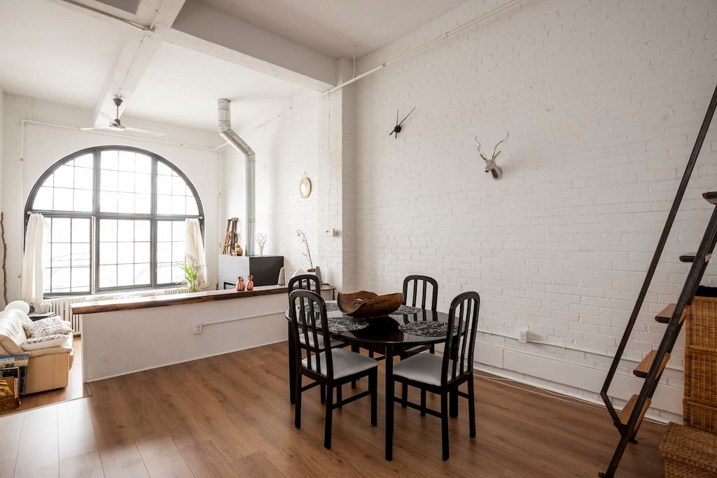 Dining room/Common Space