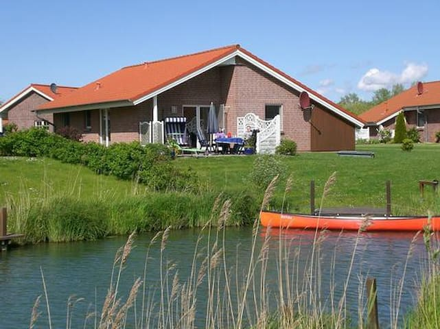 Holiday house w/ sauna and grill, in a great location with a magnificent view over the lake,