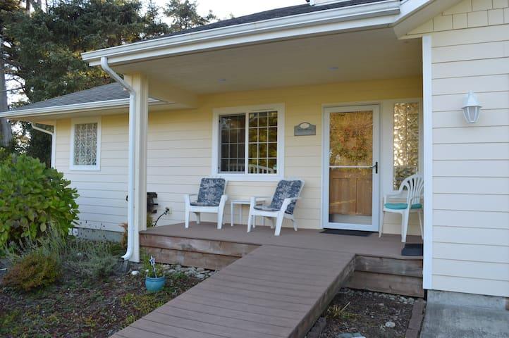 Coastal Breeze Cottage front porch