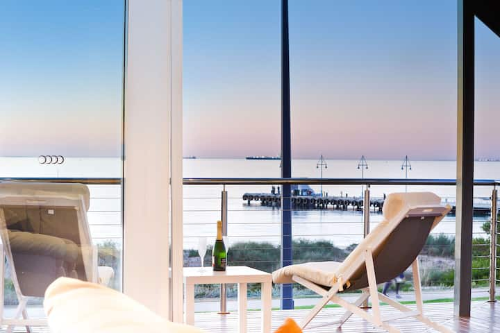 Beachfront Luxury - Seagull (First Floor)
