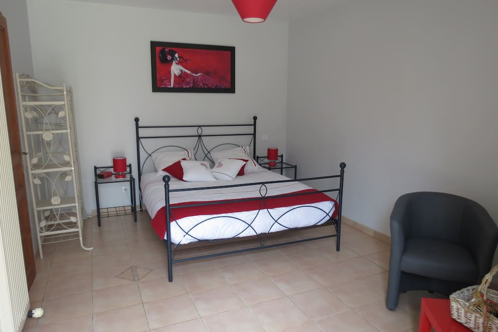 Grande chambre avec lit en 160