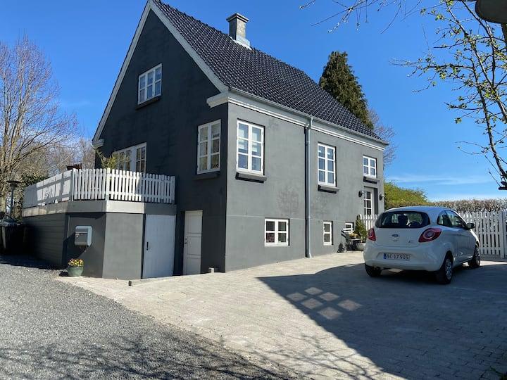 Hyggelig villa på lukket vænge centralt i Jelling