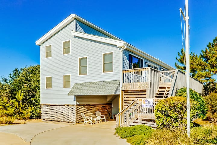 Charming Corolla beach home with private pool and direct beach access