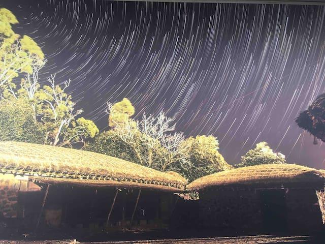 (밖거리)최대16명숙박. 한달살기가능한 팬덤있는 제주전통 돌담 초가집에서