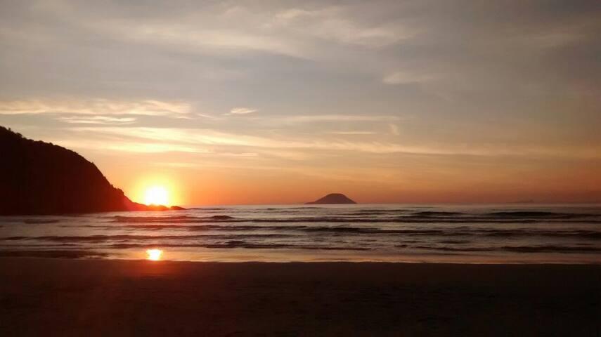 Suíte 7 - Guaratuba - 50m da praia - Bertioga - Bed & Breakfast