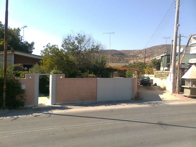 House of 90 sq.m., only 350 m. from the beach. - Agia Marina - Casa