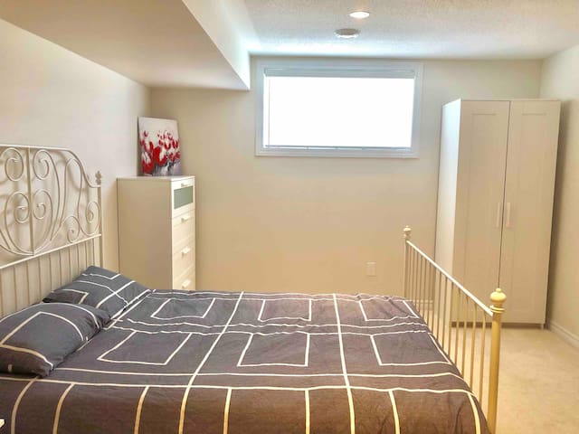 Spacious Basement- Private Bathroom- New Townhouse