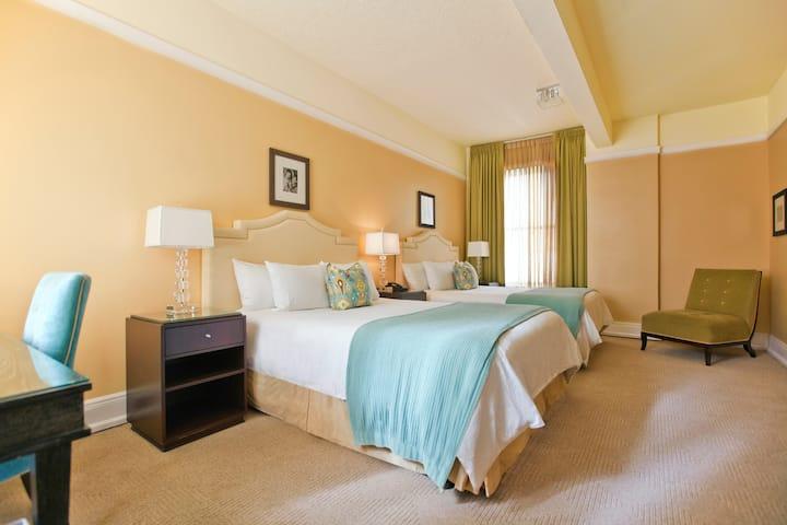 Hotel deLuxe, Premium Two Queen Beds