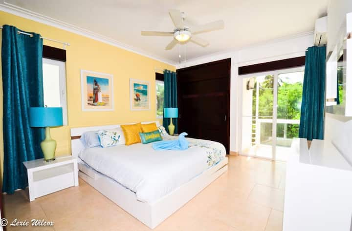 Punta Cana Luxury Condo with POOL and Beach Access