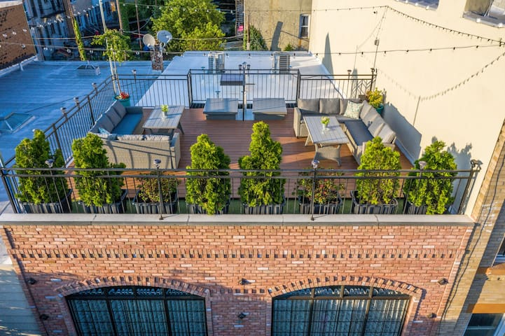 LOFT w/ Rooftop + Balcony 4Bed 2Bath (NO PARTIES)