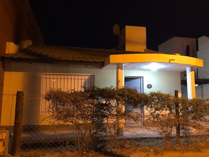 Acogedora casa a dos cuadras del mar/ Las Grutas
