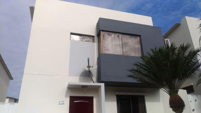 Casa en Manta Urb. Ciudad del Sol