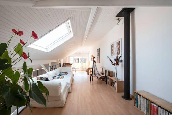Huge Penthouse Suite: Private Bathroom&Livingroom