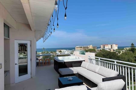 Amazing 5 story beach condo, views of everything