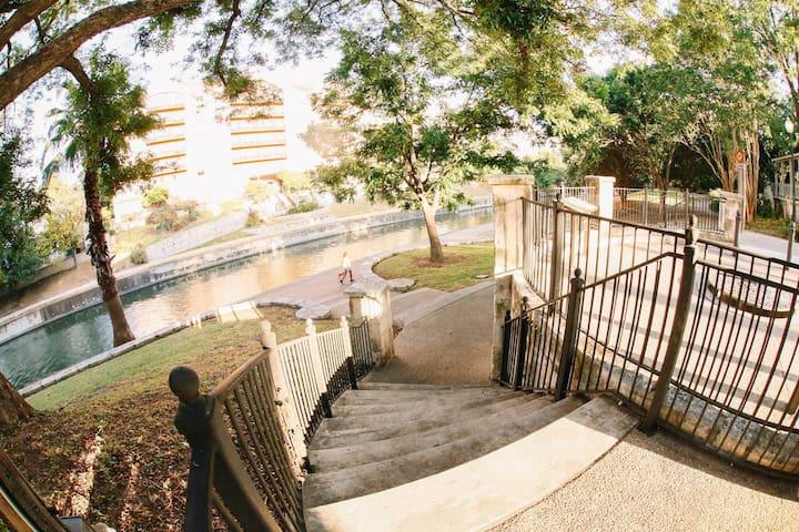 Mockingbird Suite - Inn on the Riverwalk