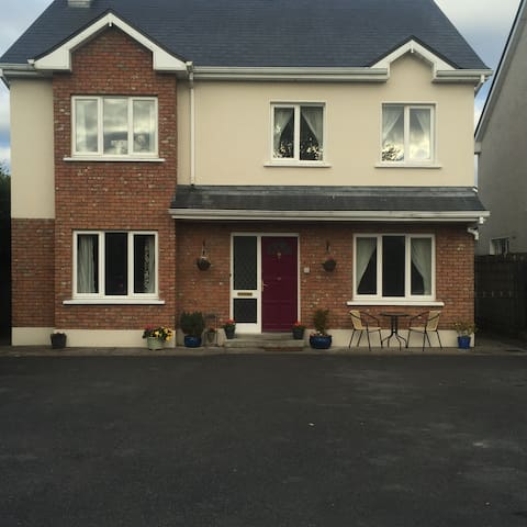 Teach Mor Bed & Breakfast - Portumna - Wikt i opierunek