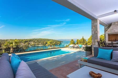 NEW! Villa CAPTAINS house on Šolta island with private pool, 3 bedrooms, 4 bathrooms, amazing sea views