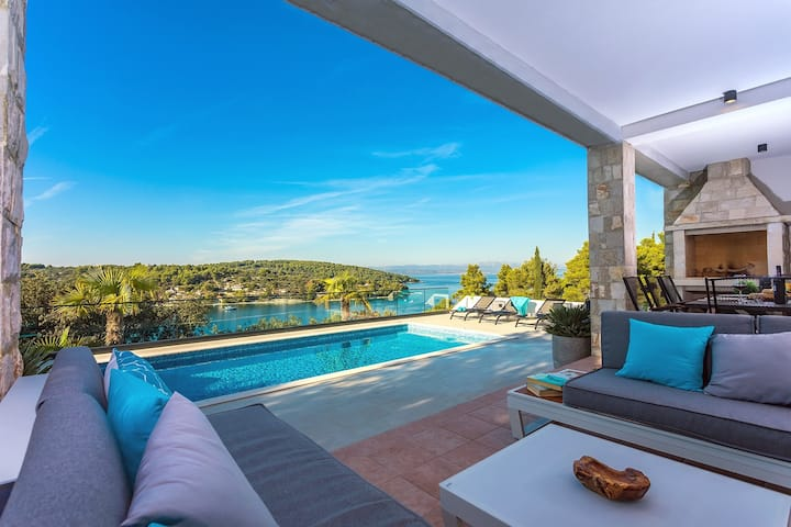 NEW! Villa CAPTAIN'S house on Šolta island with heated pool, jacuzzi, amazing sea views