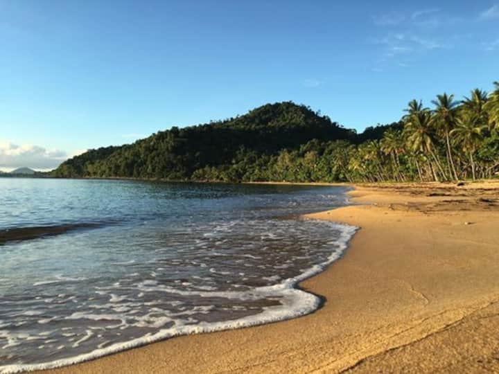 Beach front unit with views of Dunk Island
