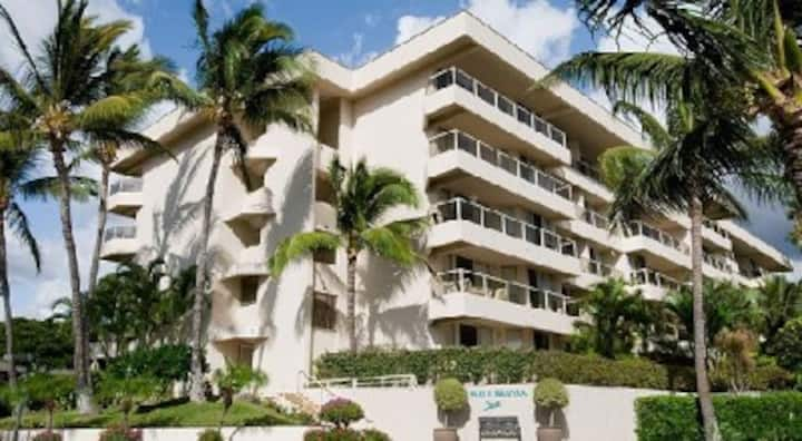 Studio Maui Banyon Resort