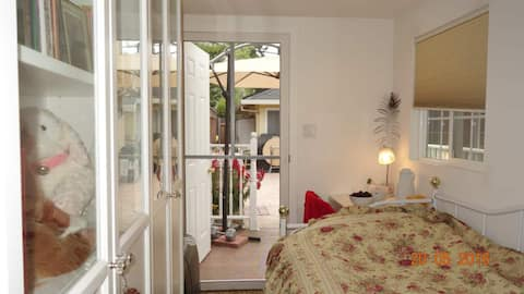 100sf Cute room w/ private bath, separate entrance