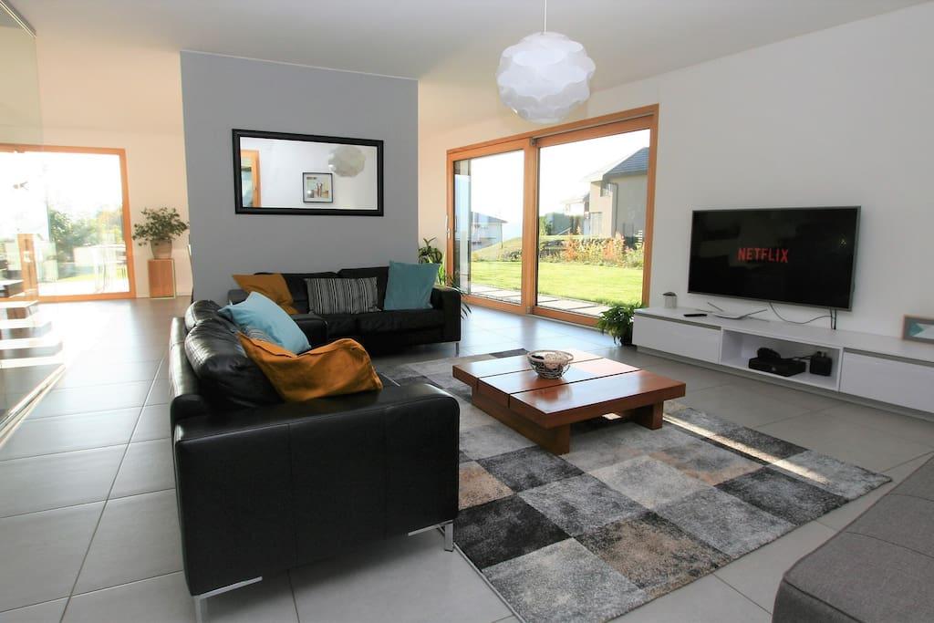 "Living room with smart TV 55"", Netflix & Xbox 360"