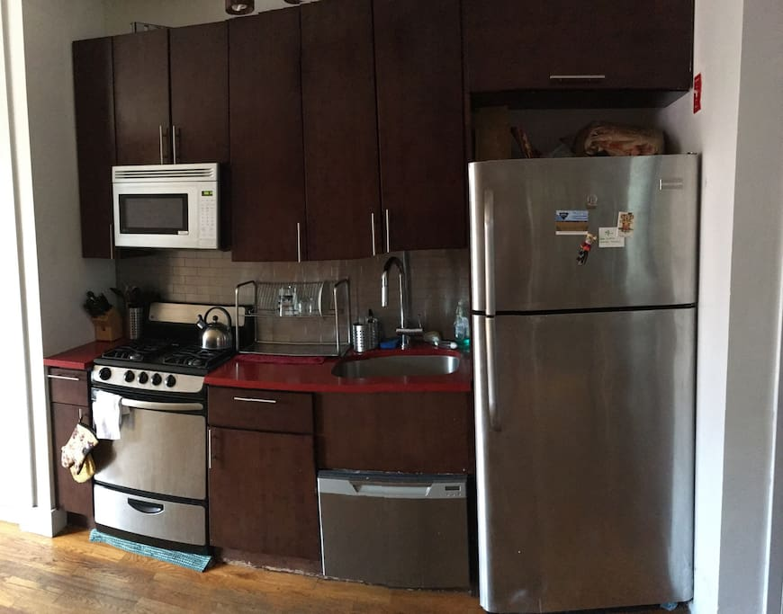 Our kitchen unit includes a dishwasher in addition to a microwave, oven, stove, and refrigerator. You can also use our pots, pans, food processor, dishes, knives, and cutlery.