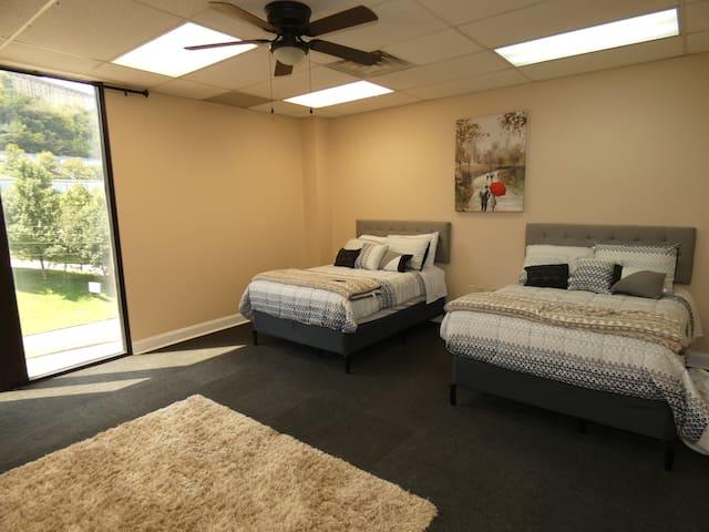 Comfy, Convenient LOFT with GYM